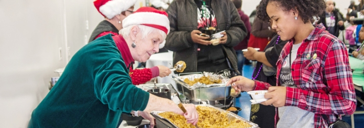 new_york_cares_new_orleans_pay_it_forward_soup_kitchen_holiday_christmas_thanksgiving_hanukkah_volunteering_service_section