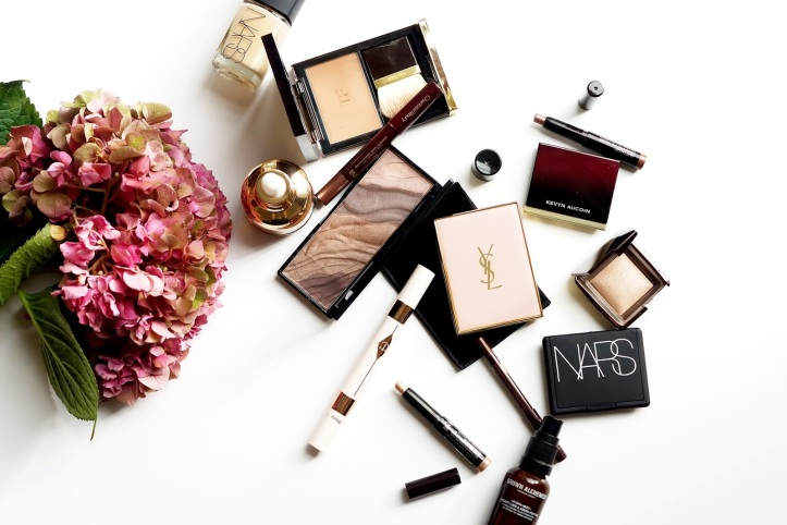 barely-there-beauty-blog-flatlay-makeup-bag-photography